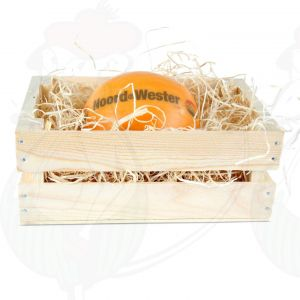 Edam-juusto puisessa korissa