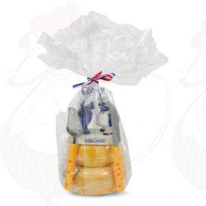 Juustotorni lahjaksi – pussaavan parin patsas